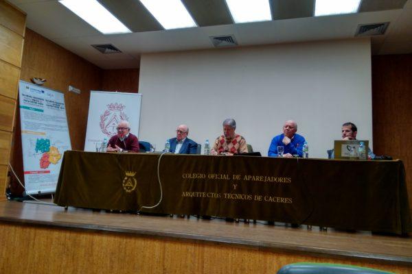 MESA REDONDA DE LA DIRECTIVA DE CEATE, DEL DEPARTAMENTO DE BIOINGENIERÍA DE CCMIJU Y DE LA ASOCIACIÓN DE ASCEMI